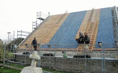 les-travaux-avancent-bien-pour-les-couvreurs-ici-sur-le_5031618_676x507p-400x250